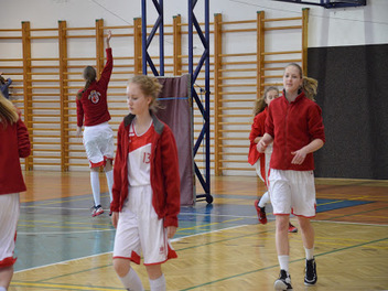 Dívky tygřice zápas 2. 4. 2016