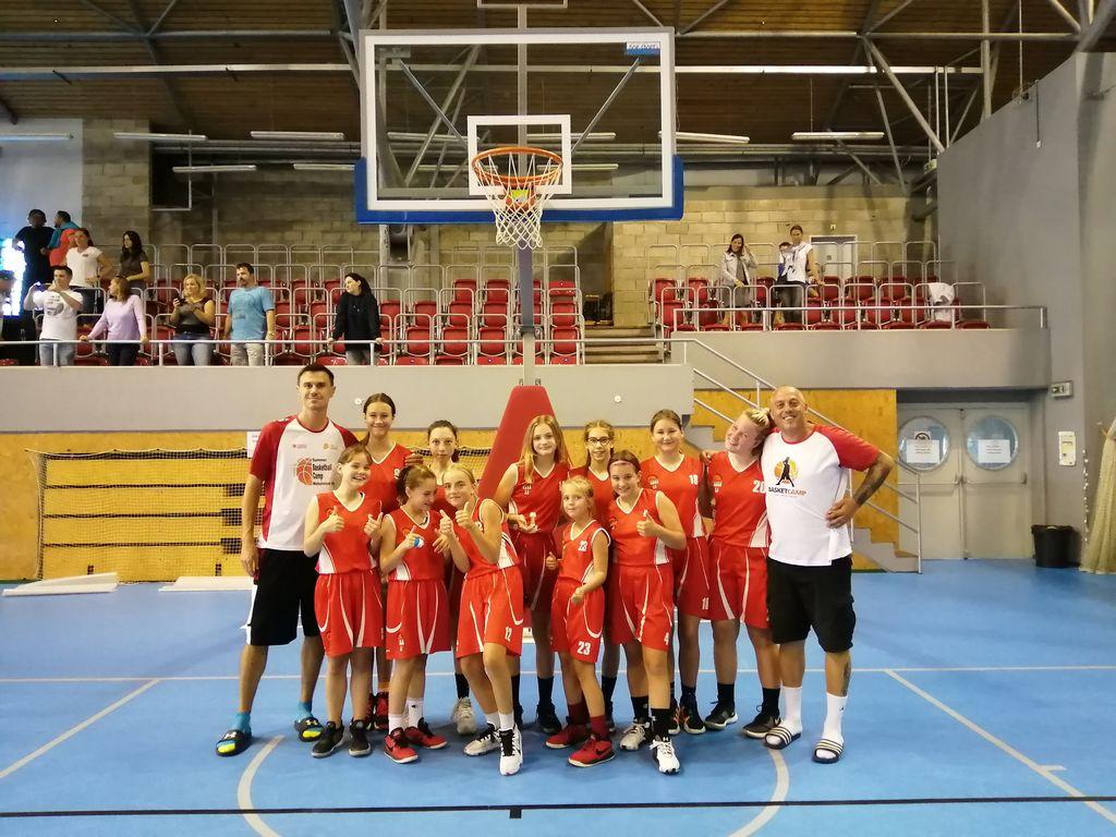 Holky U14 vezou z turnaje v Ostravě čtvrté místo